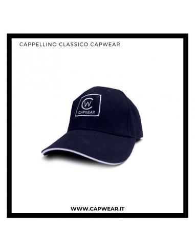 Cappellino classico con visiera.